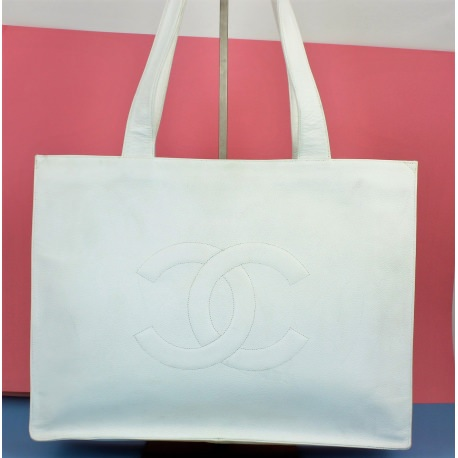 Shopping Chanel Handbag