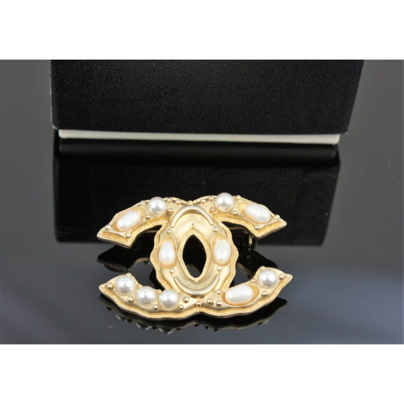 2ae04d1b9 Chanel Brooch. Autumn/Winter 2013 - Second Chance Luxury & Vintage