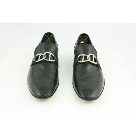 Zapatos Miu Miu. Mocasines en piel negra.