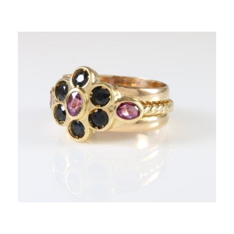 Sapphires and rubies ring with a Flower shape
