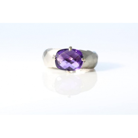 Amathyst ring in white gold