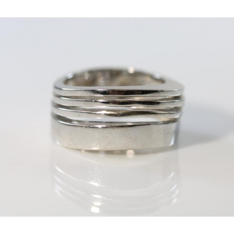18 Kt White Gold Fashion Ring