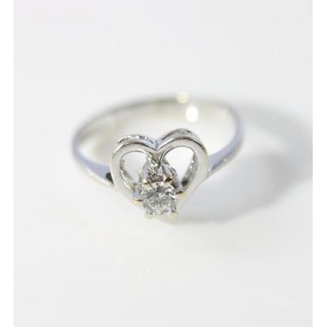 Ring with diamonds brilliant cut